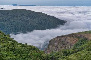 蔵王 駒草平展望台からの雲海の写真素材 [FYI04624964]