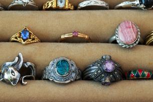 ジュエリーケースの中の指輪の写真素材 [FYI04625325]