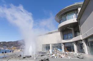 諏訪湖間欠泉センターの写真素材 [FYI04625384]