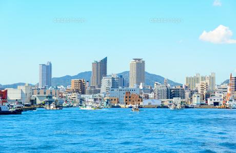 関西の風景 兵庫港と街並みの写真素材 [FYI04625463]