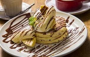 チョコバナナのパンケーキの写真素材 [FYI04626620]
