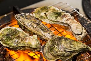焼き牡蠣の写真素材 [FYI04626624]