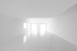 白い壁と床の空間の写真素材 [FYI04626671]