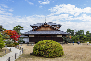 京都二条城 美しい庭園と本丸御殿の写真素材 [FYI04627651]
