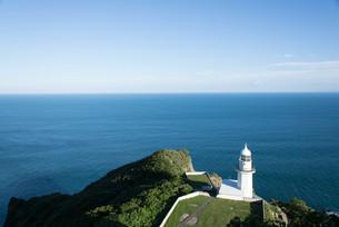 地球岬の灯台と水平線の写真素材 [FYI04627670]