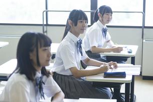 勉強する女子高生の写真素材 [FYI04627843]