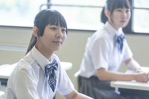 勉強する女子高生の写真素材 [FYI04627851]
