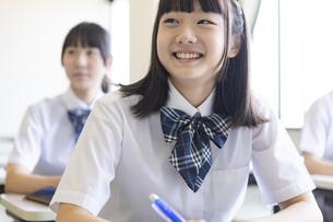 勉強する女子高生の写真素材 [FYI04627862]