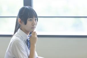 勉強する女子高生の写真素材 [FYI04627880]