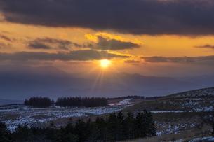 雪の霧ヶ峰 車山肩 夕日の写真素材 [FYI04627947]