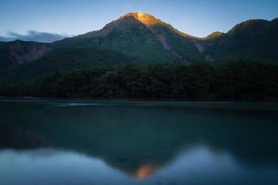 上高地 モルゲンロートの焼岳の写真素材 [FYI04628519]