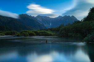 上高地 大正池の写真素材 [FYI04628520]
