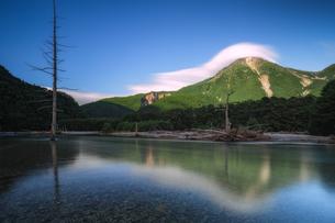 上高地 焼岳の写真素材 [FYI04628521]
