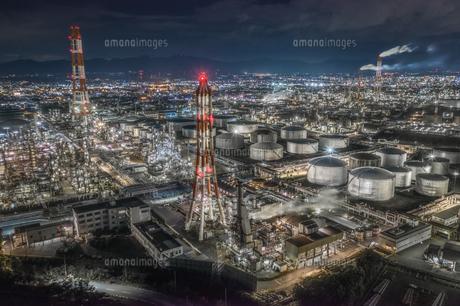 四日市コンビナートの工場夜景の写真素材 [FYI04628621]