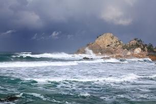 曽々木海岸の窓岩の写真素材 [FYI04628754]