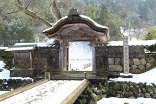雪の一乗谷朝倉氏遺跡の写真素材 [FYI04628796]