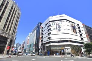 新宿三丁目交差点の写真素材 [FYI04628932]