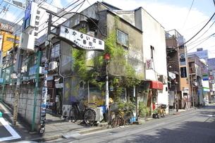 新宿ゴールデン街 あかるい花園一番街の写真素材 [FYI04628936]