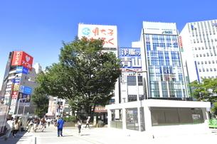 新宿駅東口広場の写真素材 [FYI04628944]
