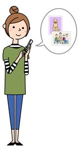 スマホを操作する若い女性 ママのイラスト素材 [FYI04629086]
