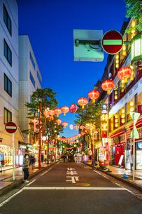 横浜中華街の夜景の写真素材 [FYI04629134]