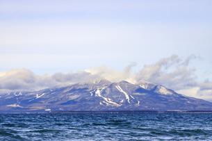福島県 猪苗代雄湖畔より磐梯山を望むの写真素材 [FYI04629234]