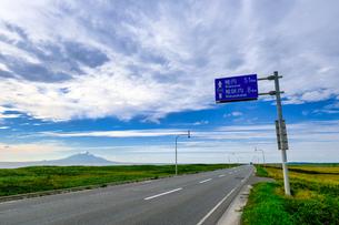 真っ直ぐな道の写真素材 [FYI04629477]