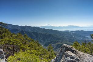 昇仙峡の山頂から見る富士山の写真素材 [FYI04629553]