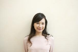 笑顔の女性の写真素材 [FYI04629742]