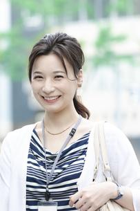 笑顔のビジネスウーマンの写真素材 [FYI04629918]