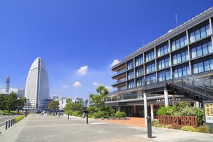 インターコンチネンタルホテルと新港埠頭の風景の写真素材 [FYI04630258]