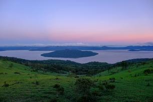 美幌峠から見た屈斜路湖の写真素材 [FYI04630480]