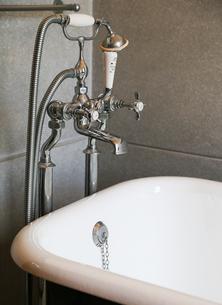 バスルームの水栓金具の写真素材 [FYI04631002]
