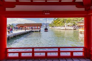 厳島神社 東廻廊から右樂房を臨むの写真素材 [FYI04631207]