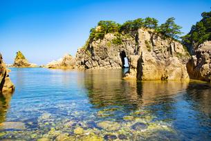 笹川流れ眼鏡岩の写真素材 [FYI04631246]