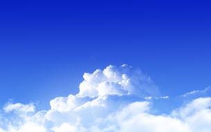 青空と白い雲の写真素材 [FYI04631433]