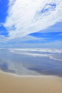 海と空に雲の写真素材 [FYI04631719]