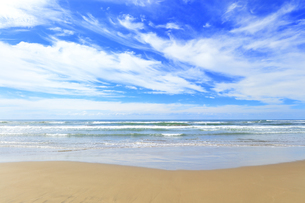 海と空に雲の写真素材 [FYI04631720]