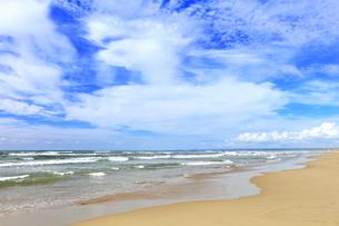 海と空に雲の写真素材 [FYI04631722]
