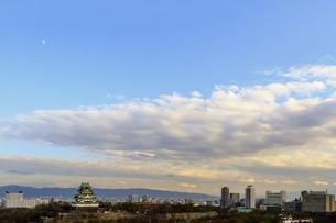 夕方の大阪城の写真素材 [FYI04631954]