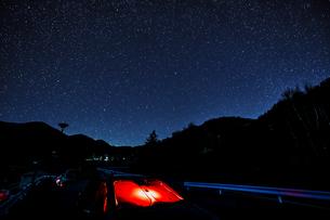 山梨県 乙女湖の星空の写真素材 [FYI04632377]