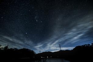 山梨県 乙女湖の星空の写真素材 [FYI04632379]