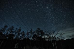 山梨県 乙女湖の星空の写真素材 [FYI04632388]