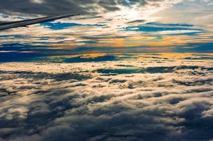 旅客機から見た雲海の写真素材 [FYI04632889]