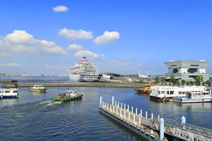 ピア象の鼻から見る大桟橋の写真素材 [FYI04633105]