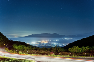 箱根芦ノ湖展望公園から見る星空の写真素材 [FYI04633321]
