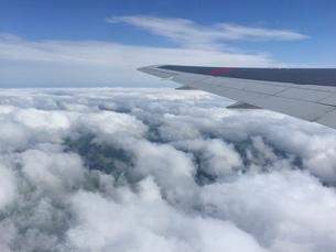 飛行機の窓からの景色11の写真素材 [FYI04633359]
