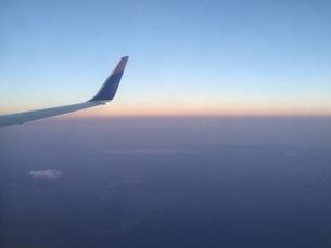 飛行機の窓からの景色8の写真素材 [FYI04633364]