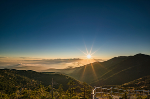 夢の庭園の日没の写真素材 [FYI04633380]