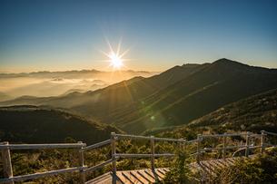 夢の庭園の日没の写真素材 [FYI04633383]
